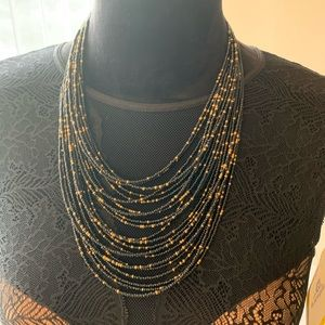 Jewelry - Seed beads black and gold necklace